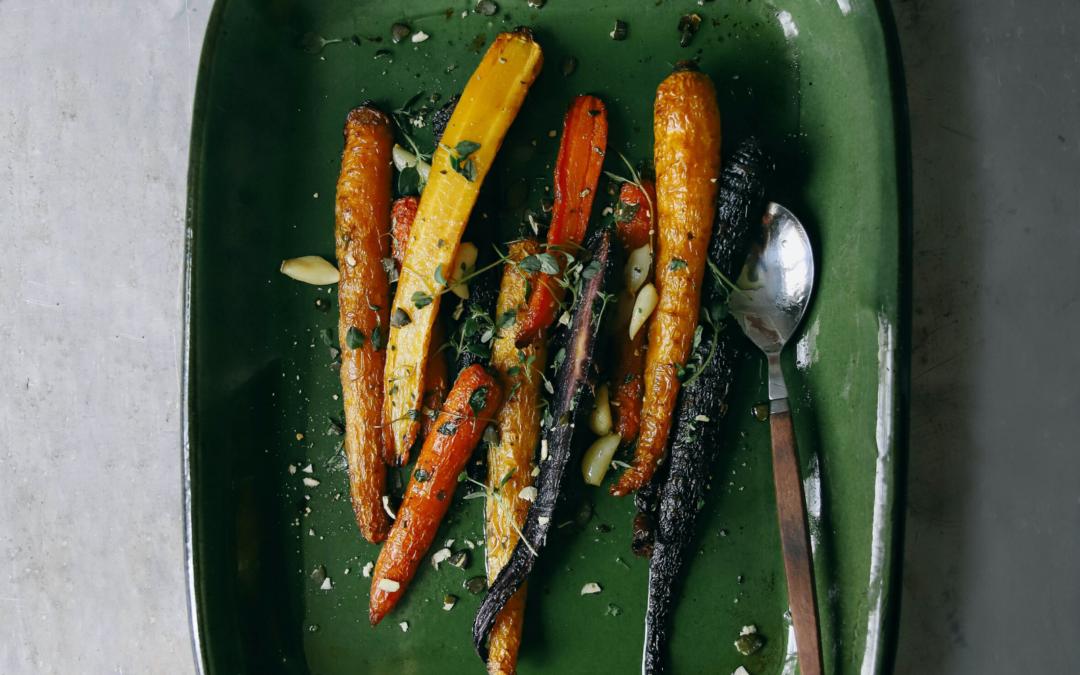 🌿 Recette : Carottes rôties au zaatar & cumin, sauce yaourt ciboulette