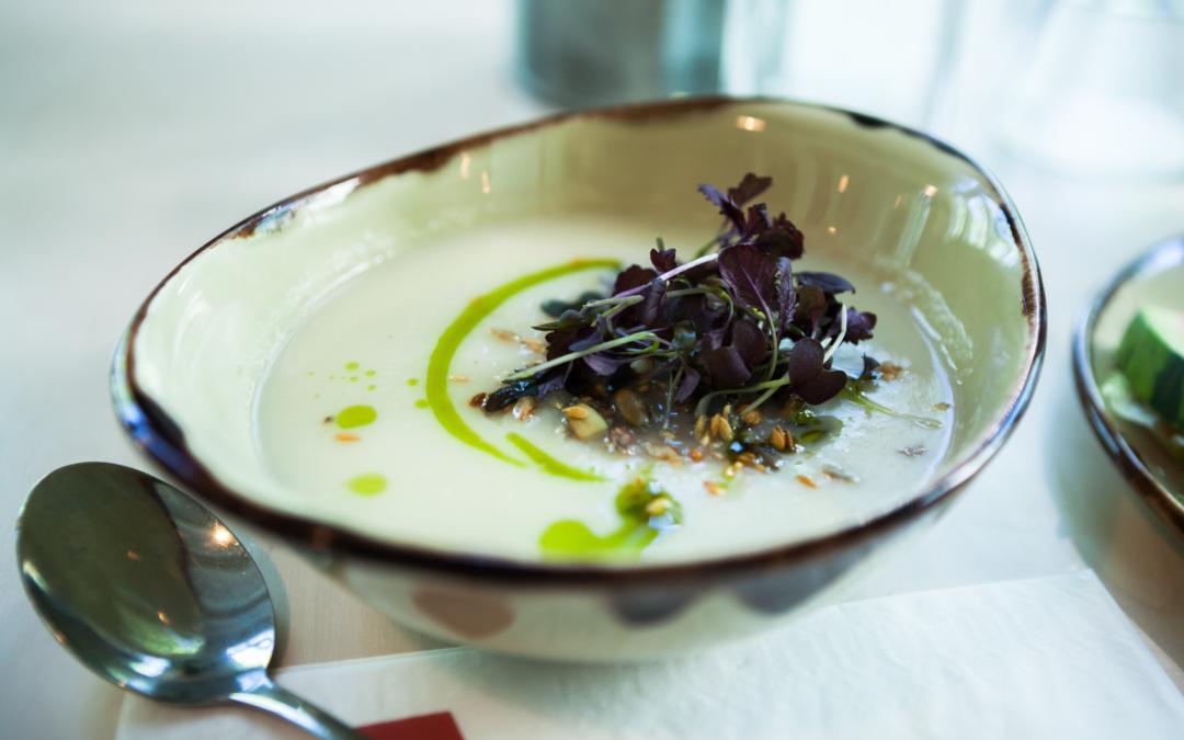 🌿 Recette : Soupe de fane de radis et de chèvre frais